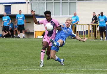Alex Bentley in action against Dulwich Hamlet 03.08.19.  By David Couldridge.