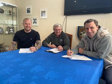 Barry Moore, Dave Netherstreet, Steve McKimm sign contracts April 2021