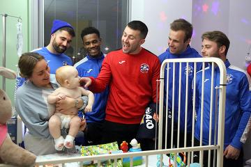 Tonbridge Angels players and managers visit to Tunbridge Wells Hospital 23.12.19.